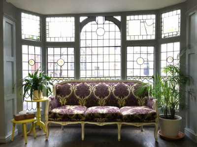 Space cutting floor sofa with stained glass windows
